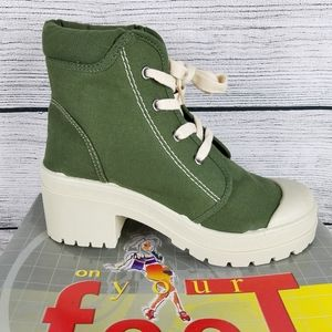 NEW Canvas Army Green Lace up Ankle Boot Size 7.5M